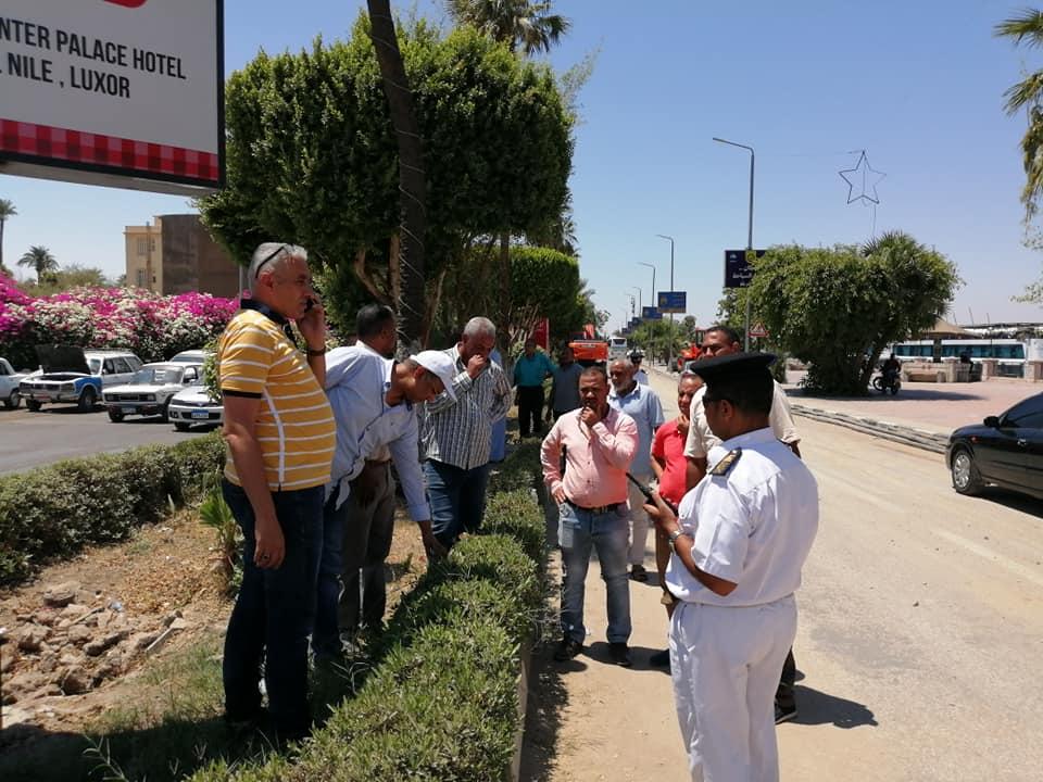 رئيس مدينة الأقصر يبحث مع رجال مرور الأقصر إستئناف العمل بالمرحلة الثالثة لتطوير كورنيش النيل (6)