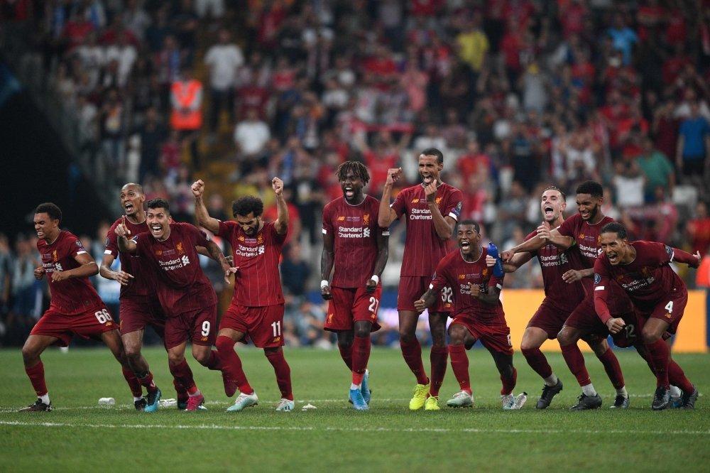 احتفال نجوم ليفربول
