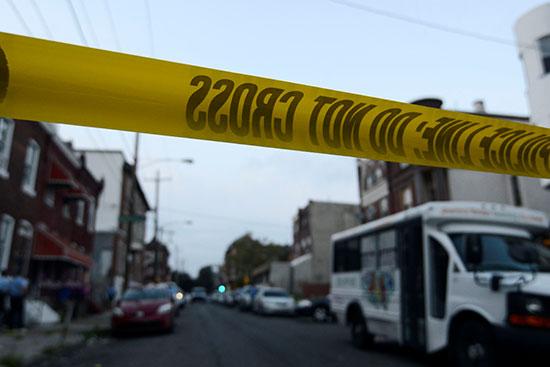 الشرطة الأمريكية تطوق موقع حادث إطلاق نار  (7)