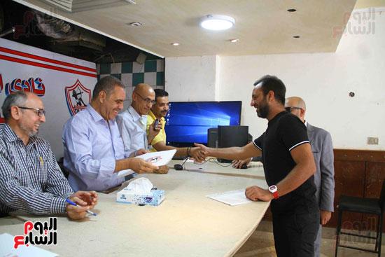 أحمد مرتضى يقدم أوراق ترشحه فى انتخابات الزمالك (1)