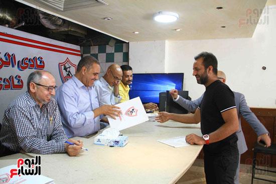 أحمد مرتضى يقدم أوراق ترشحه فى انتخابات الزمالك (2)