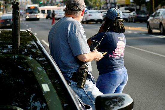 الشرطة الأمريكية تطوق موقع حادث إطلاق نار  (2)
