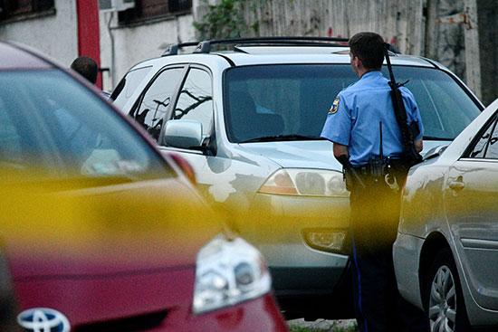 الشرطة الأمريكية تطوق موقع حادث إطلاق نار  (9)