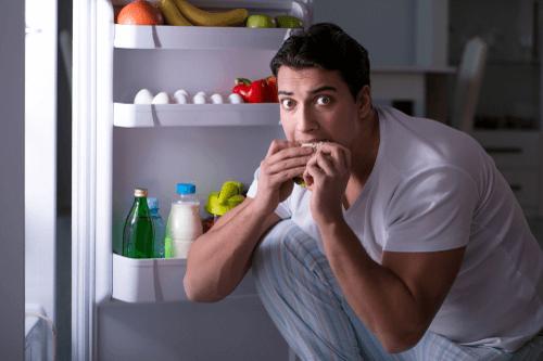 Night-eating-syndrome-man