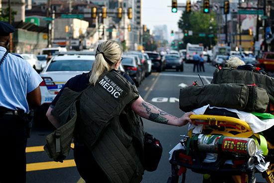 الشرطة الأمريكية تطوق موقع حادث إطلاق نار  (1)