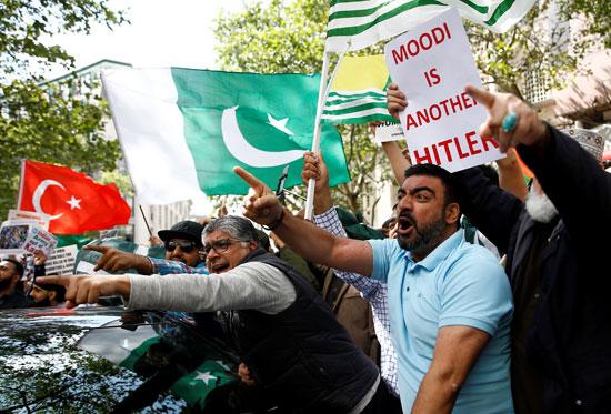 تظاهرات ضد إلغاء الهند الحكم الذاتى بكشمير
