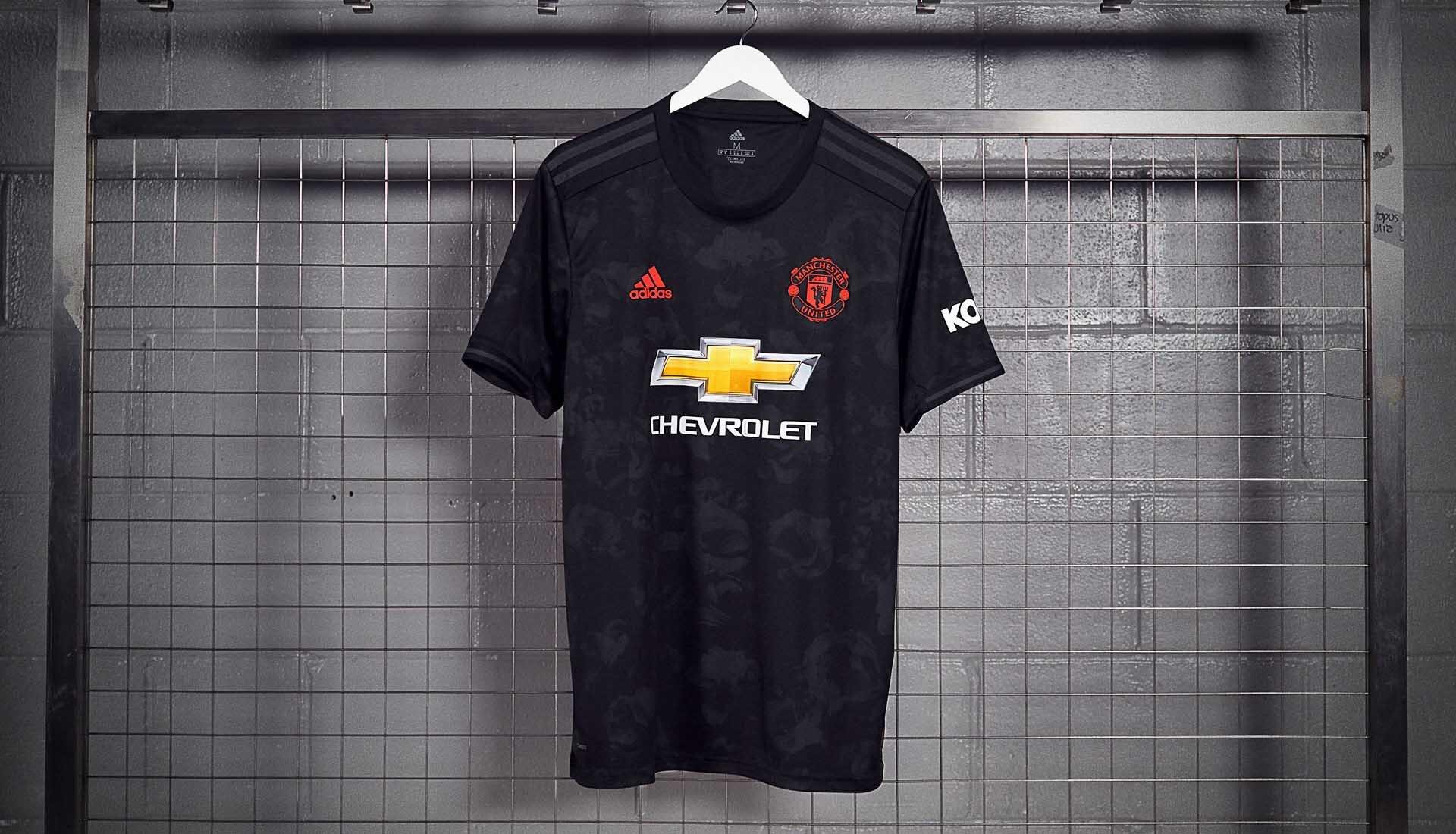 قميص مانشستر يونايتد الثالث