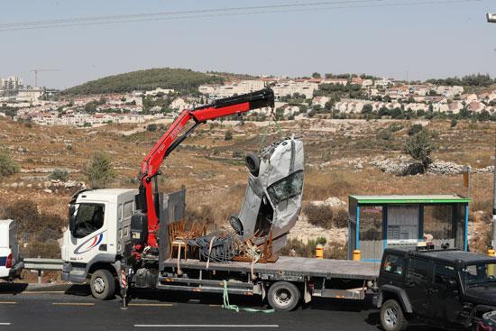 الاحتلال الاسرائيلى يزيل السيارة