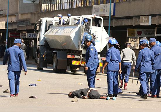 أحد المصابين خلال التظاهرات