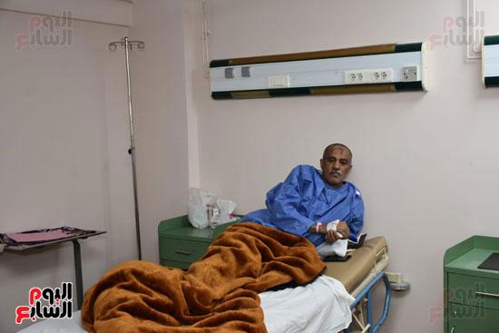 أحد المرضى يتلقى العلاج