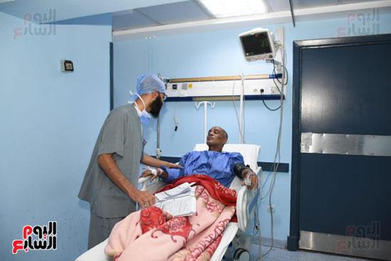 مريض يتلقى العلاج