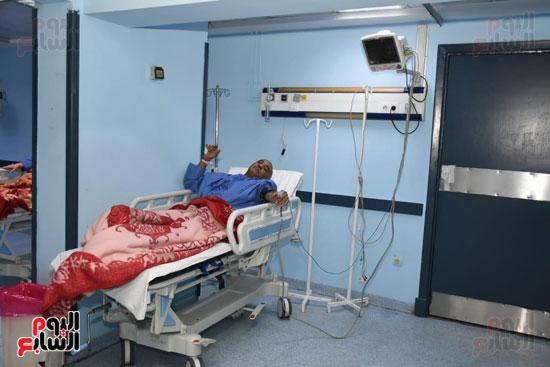 مريض يتلقى جلسة علاج