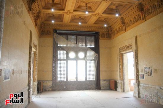 داخل قصر البارون