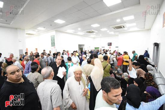 توافد المواطنين على معهد الاورام لتلقى العلاج
