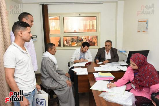 اللجنة الطبية تتابع تقارير الحالات المرضية