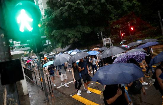 احتجاجات-هونج-كونج-تحت-الأمطار