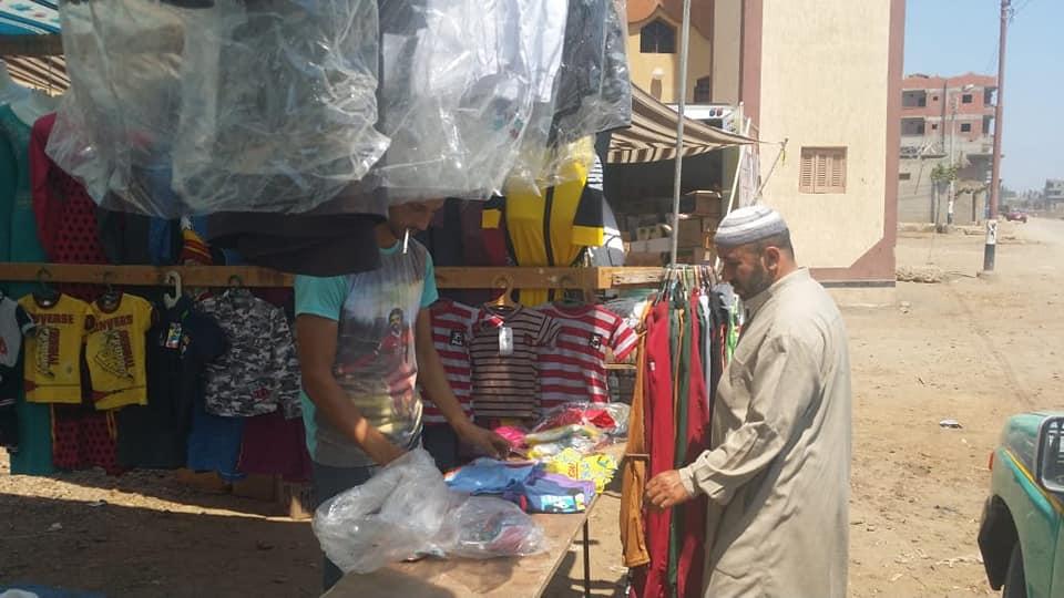 قافلة لتوفير السلع الغذائية والملابس  (5)