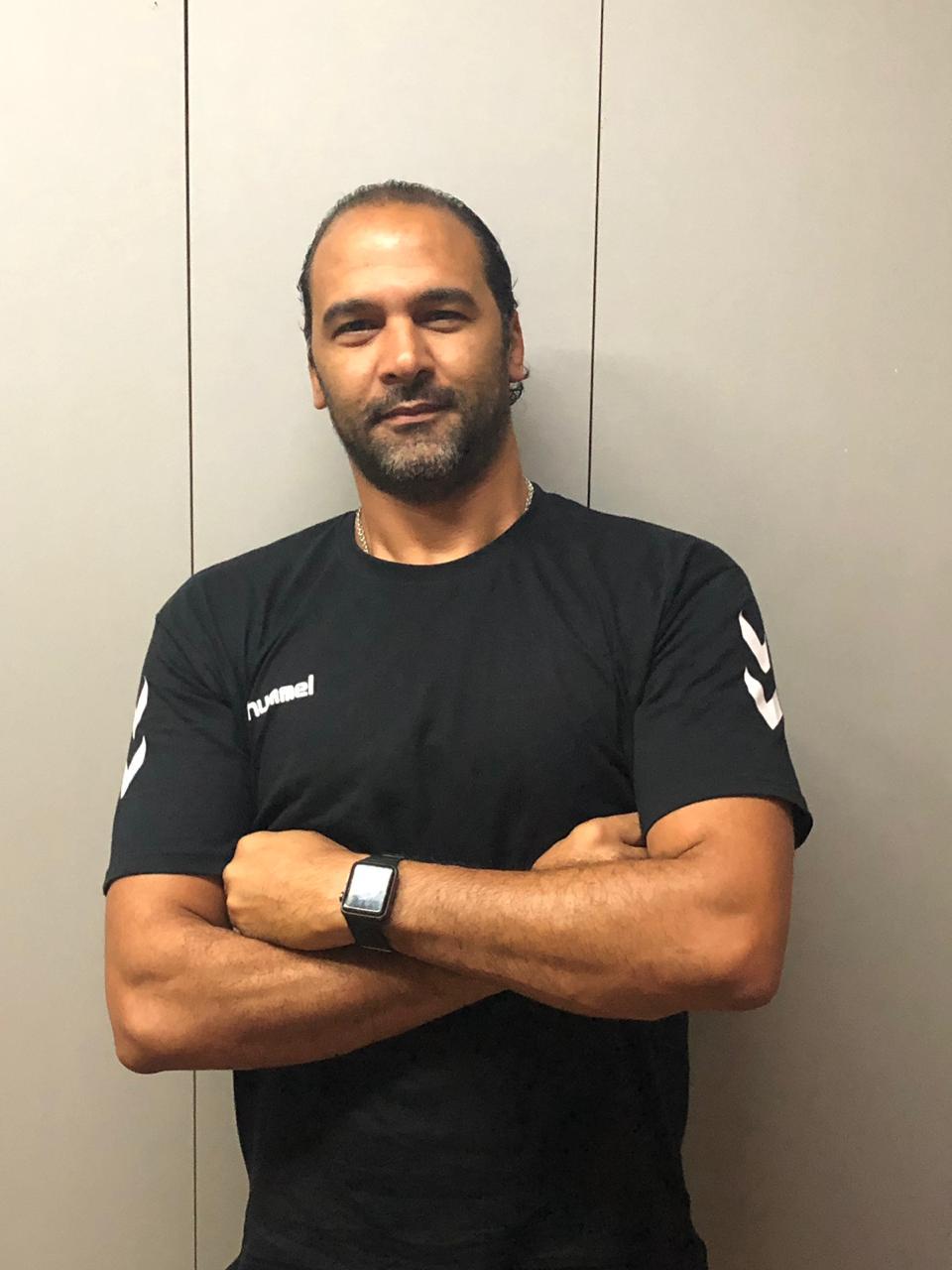 حسين زكي المدرب العام لمنتخب ناشئ اليد
