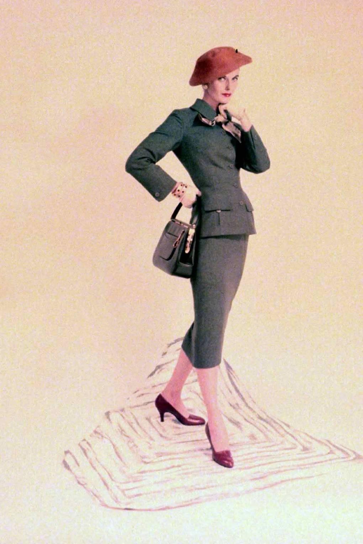 حذاء أحمر من عام 1955Red high-heel shoes, 1955.