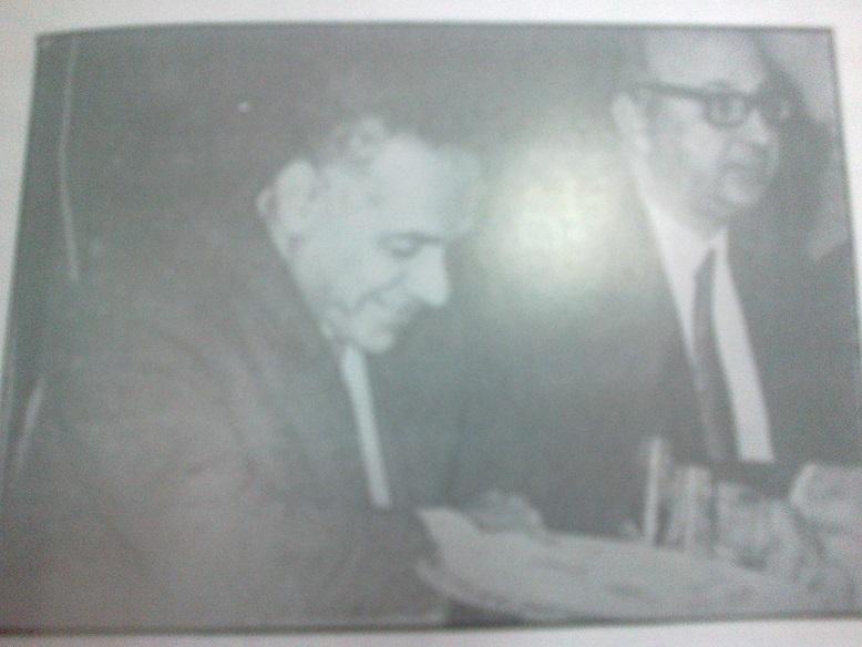 ابو النجا في احتفال مع مح افظ الدقهلية قبيل وفاته  مباشرة