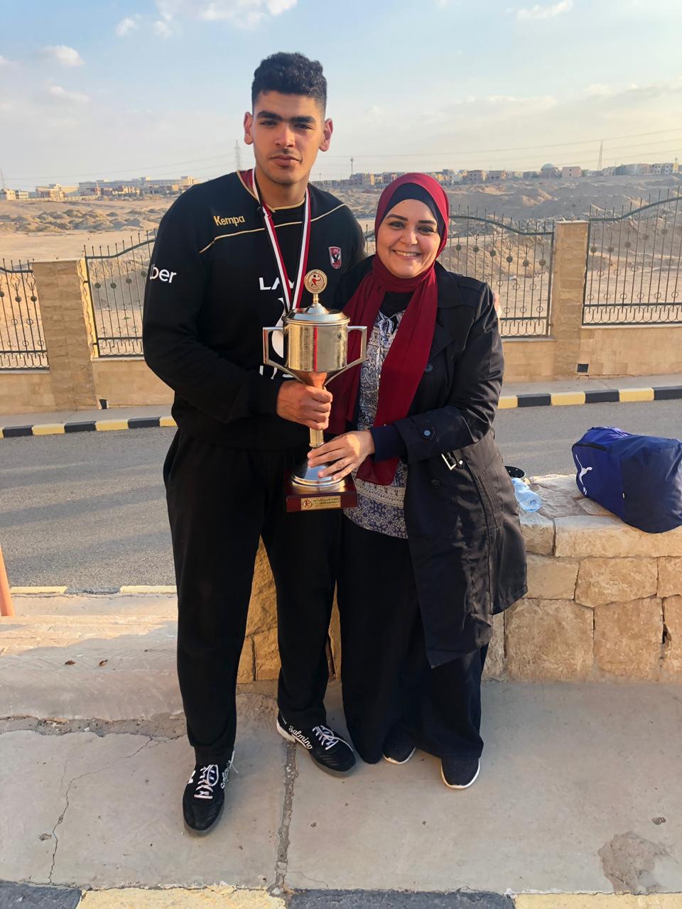 اللاعب عبد الرحمن حميد ووالدته