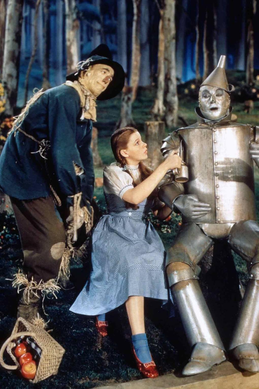 جودي جارلاند في دور دوروثي في فيلم ساحر أوز ، 1939Judy Garland as Dorothy in The Wizard of Oz, 1939.