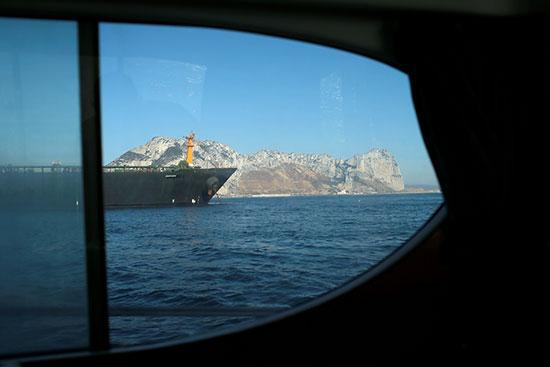 الناقلة الإيرانية تتجه لليونان