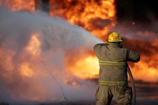 محاولات-السيطرة-على-الحريق