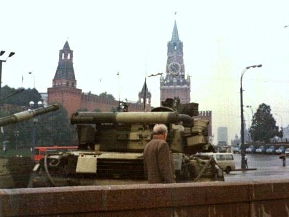 الدبابات فى الساحة الحمراء