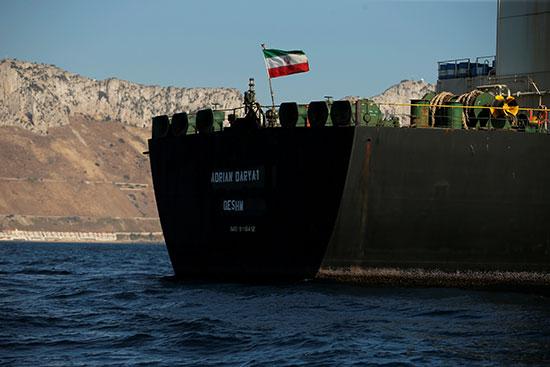 العلم الإيرانى أعلى الناقلة