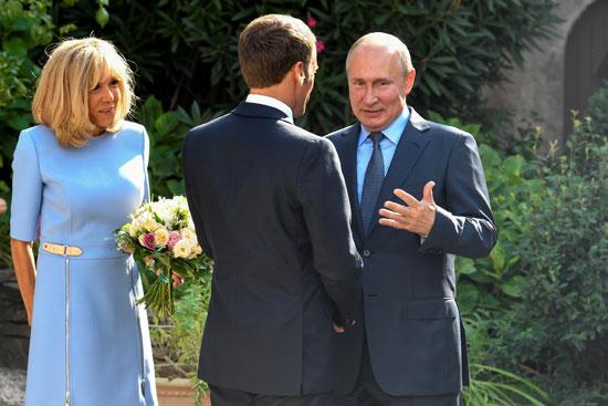 الرئيس-الفرنسى-وزوجته-يستقبلان-الرئيس-بوتين