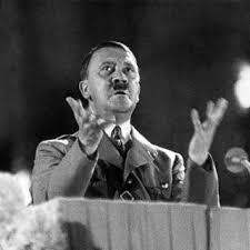 أدولف هتلر خلال أحد خطاباته