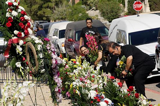 وضع الزهور مكان الحادث