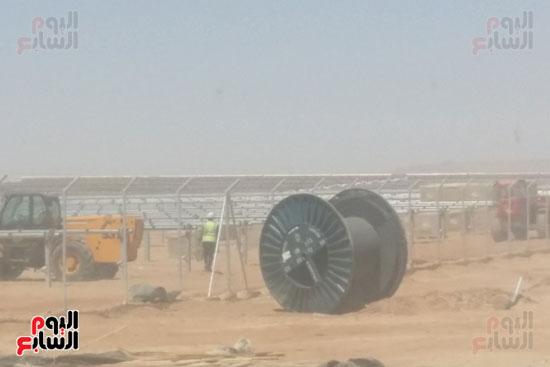 العمل-فى-مشروع-الطاقة-الشمسية-(5)