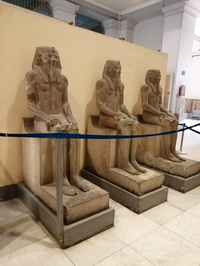 إزالة التشوهات لتمثال سنوسرت الأول (2)