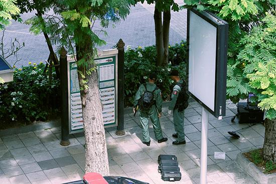 خبراء المفرقعات والكشف عن قنابل أخرى