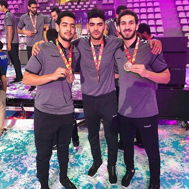 أحمد هشام مع أصدقاؤه  فى مونديال أسبانيا