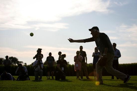 بيرني-ساندرز-فى-مباراة-بيسبول