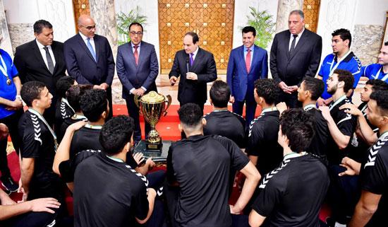 السيسى يستقبل منتخب شباب اليد بقصر الرئاسة (3)