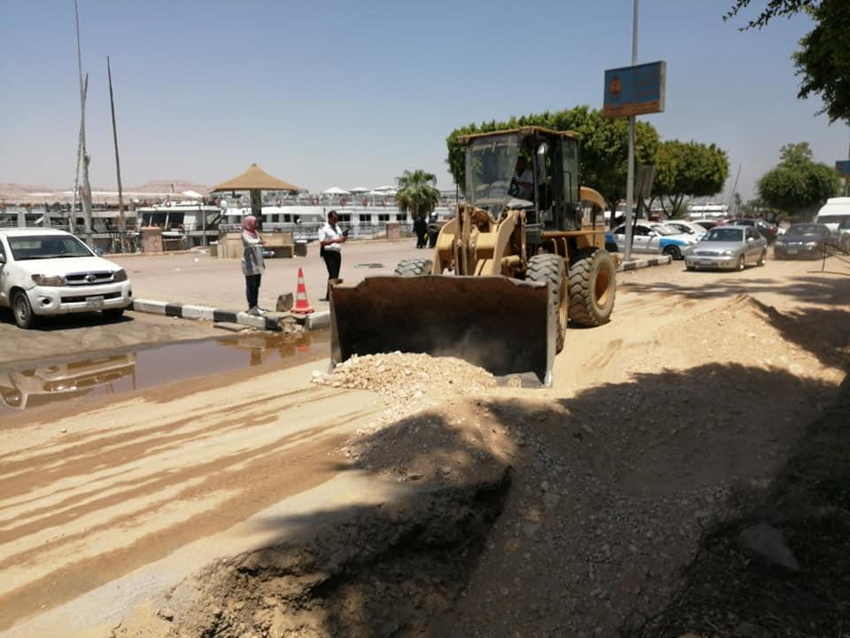 مدينة الأقصر تنطلق في أعمال رمي التربة الزلطية بالمرحلة الثالثة من تجديد وتطوير كورنيش النيل (6)