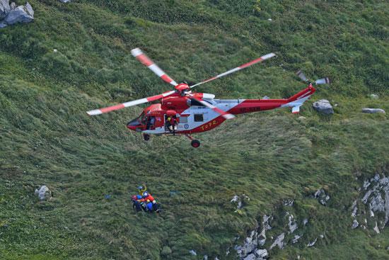 طائرة إنقاذ بموقع الكهف