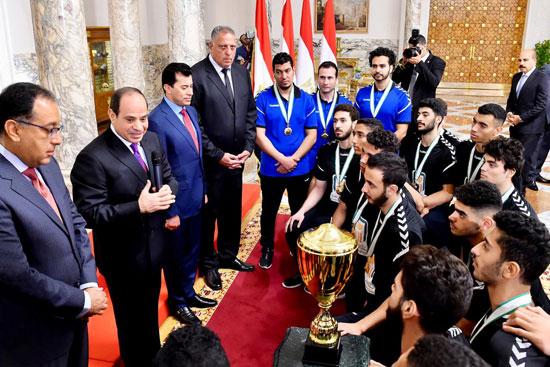 السيسى يستقبل منتخب شباب اليد بقصر الرئاسة (5)