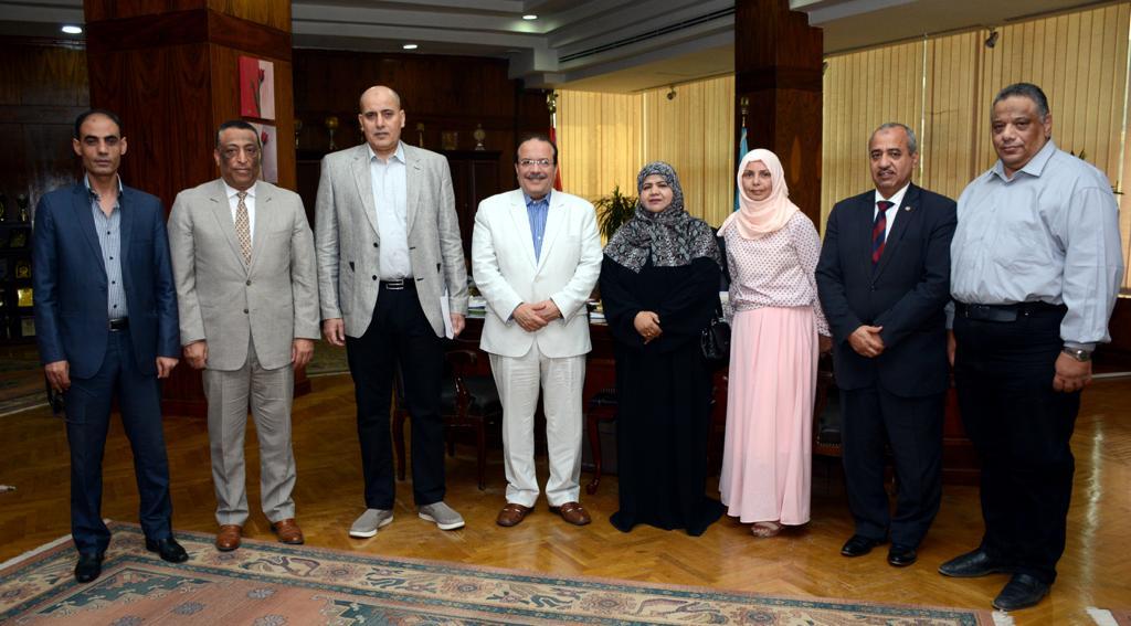 رئيس جامعة طنطا يستقبل الملحق الثقافي لسفارة سلطنة عمان (4)
