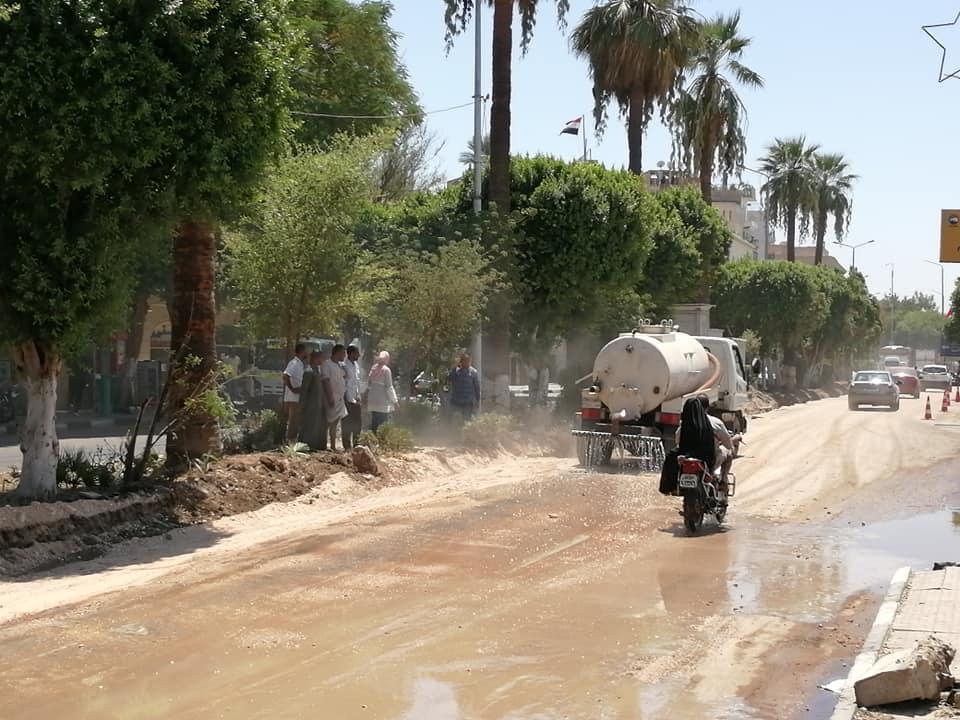 مدينة الأقصر تنطلق في أعمال رمي التربة الزلطية بالمرحلة الثالثة من تجديد وتطوير كورنيش النيل (5)