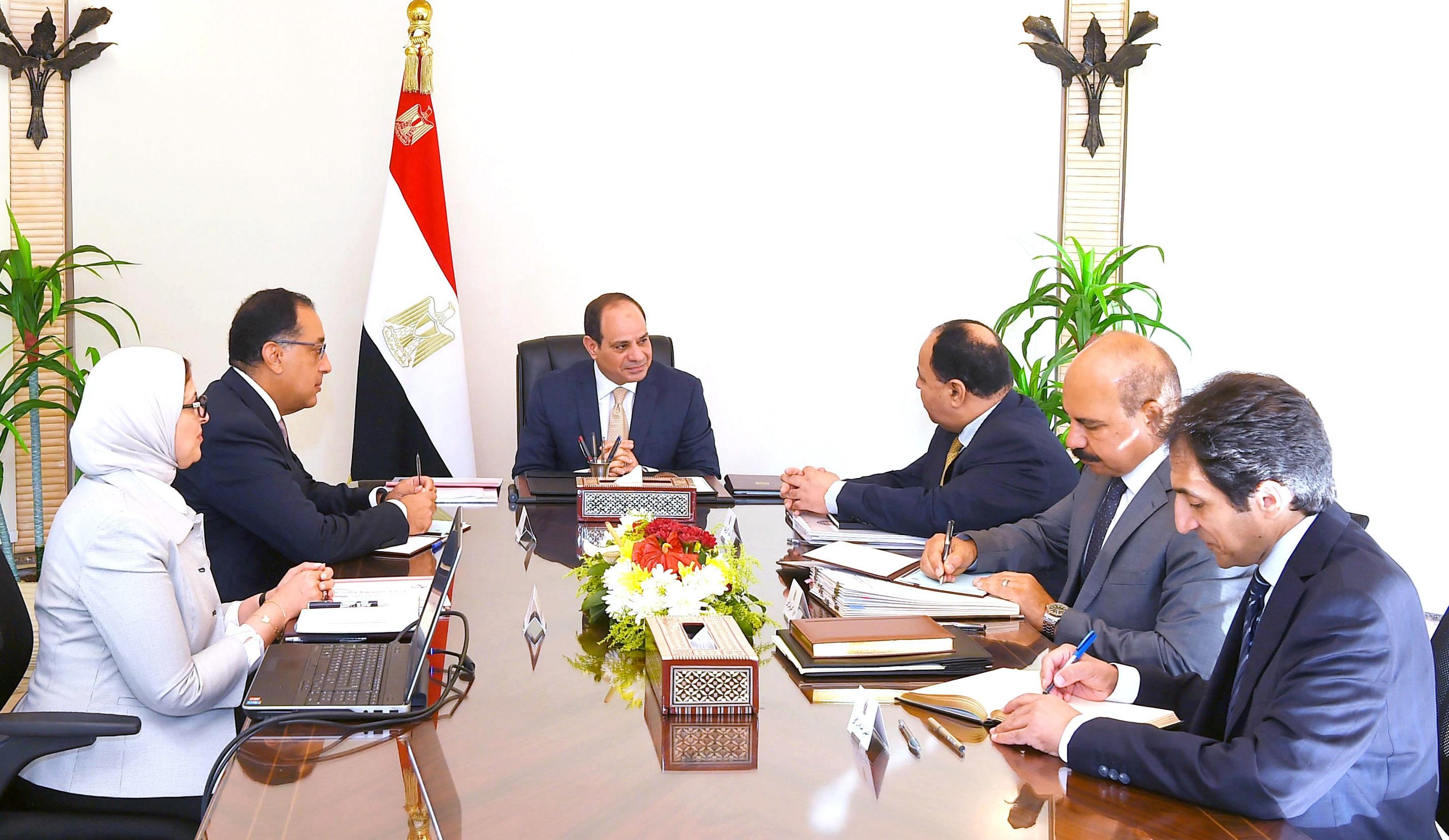السيد الرئيس يعقد اجتماعاً مع السيد رئيس الوزراء ووزيري المالية والصحة (3)