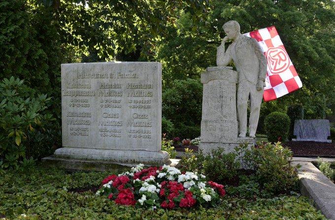 مقبرة نادى روت فايس إيسن