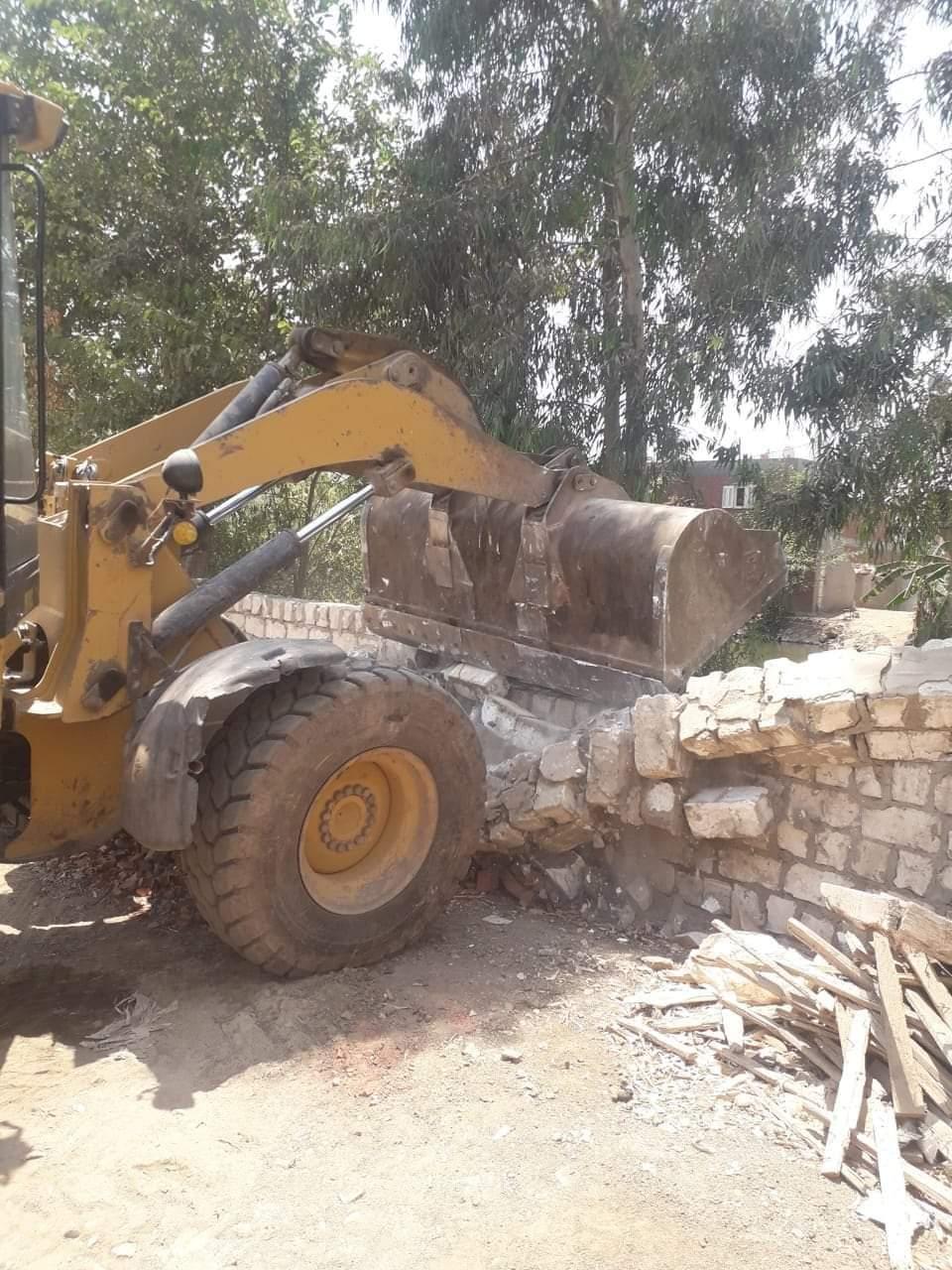 إزالة التعديات على الأراضى الزراعية بالبحيرة (3)