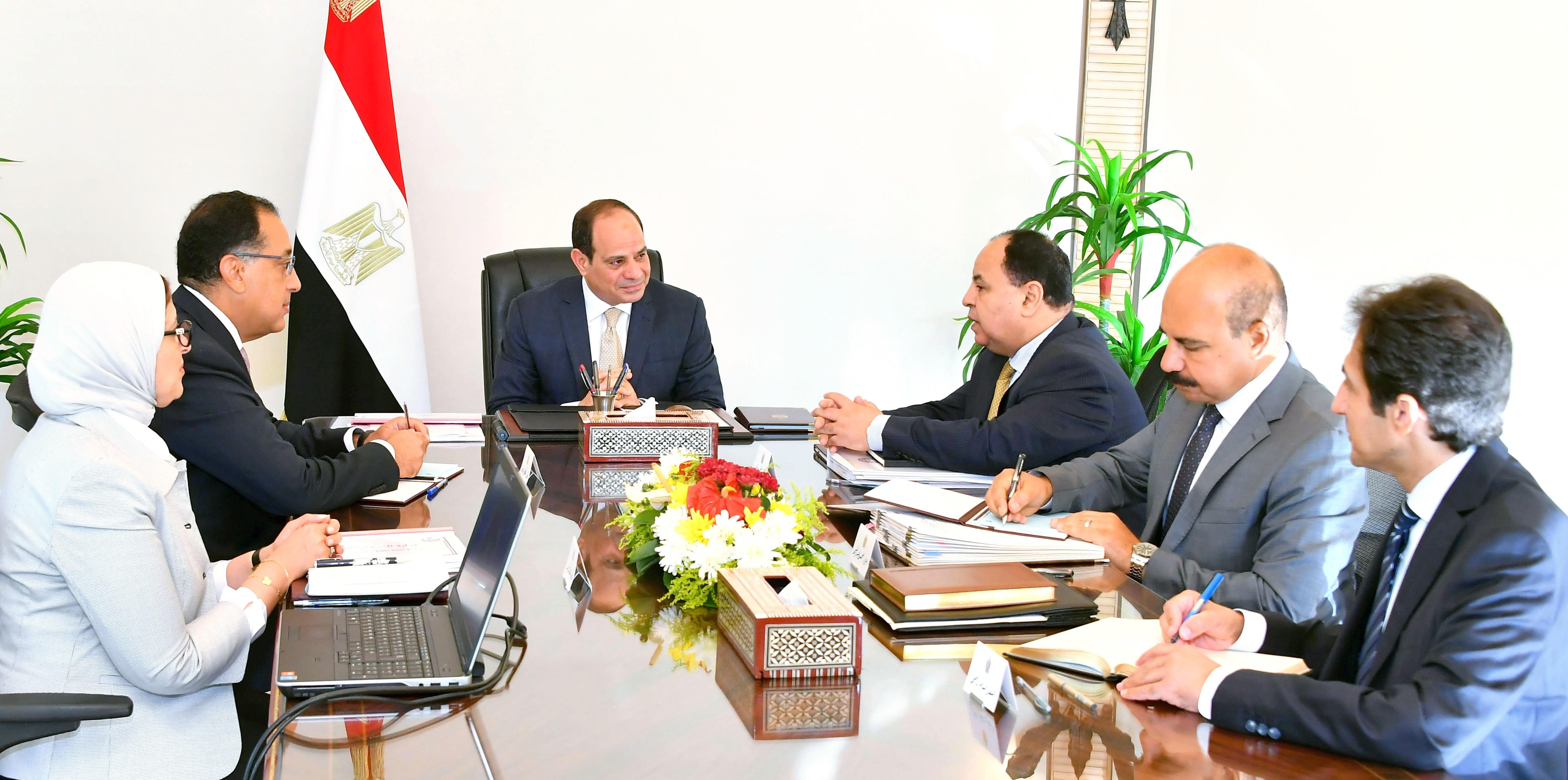 السيد الرئيس يعقد اجتماعاً مع السيد رئيس الوزراء ووزيري المالية والصحة (2)