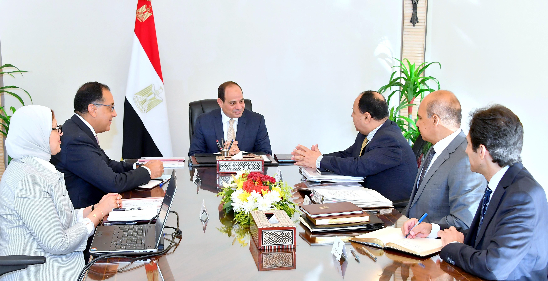 السيد الرئيس يعقد اجتماعاً مع السيد رئيس الوزراء ووزيري المالية والصحة (1)