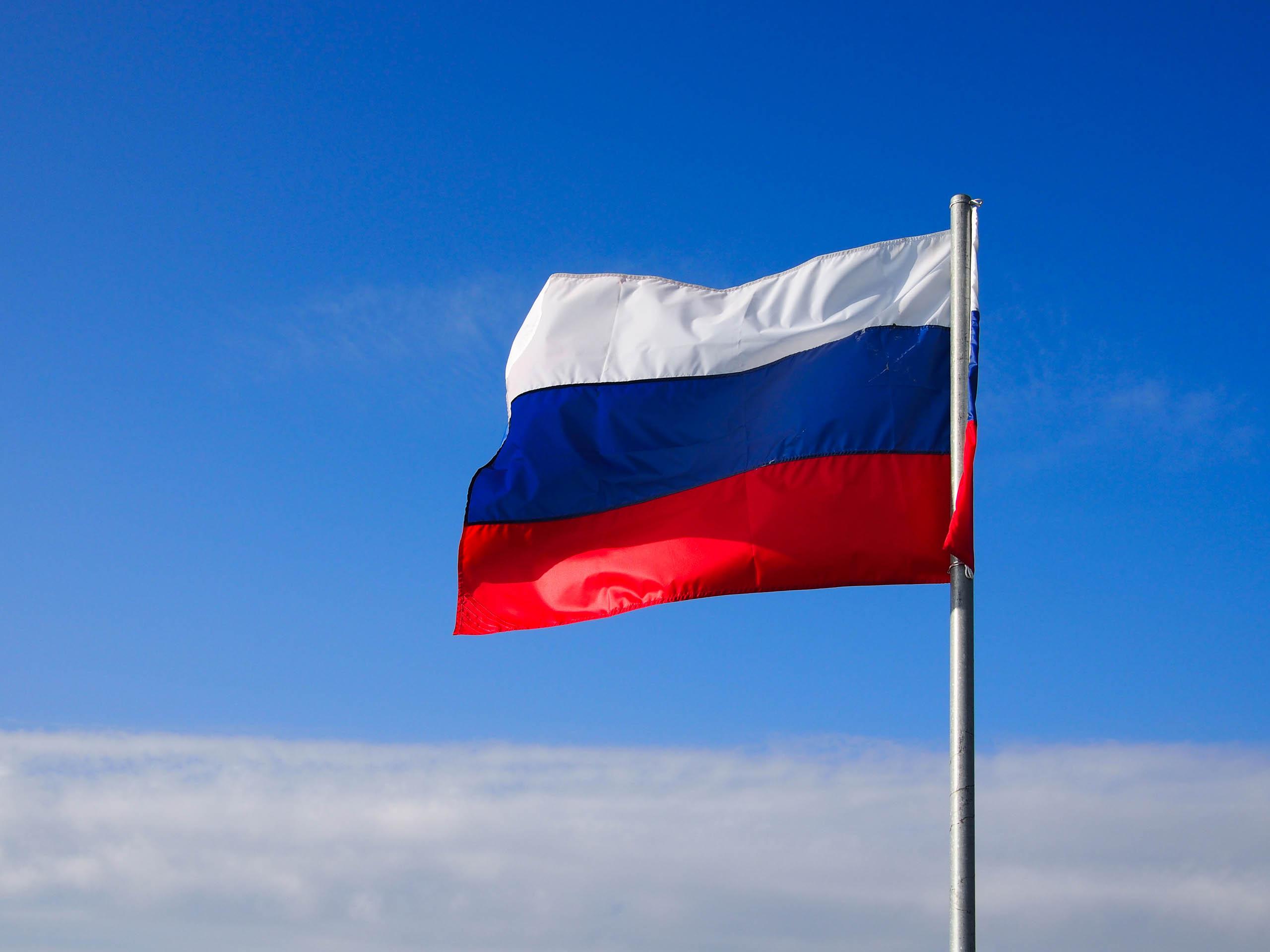 العلم الروسى